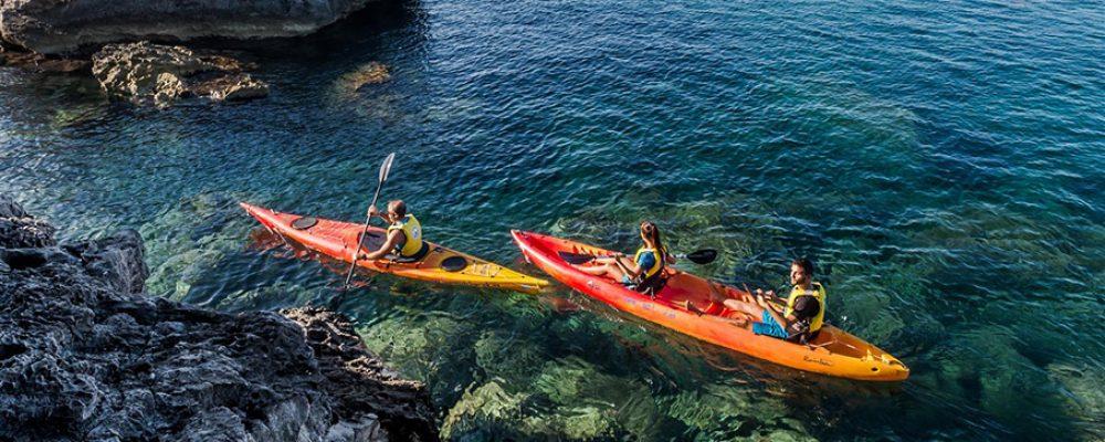 Excursión en kayak, una actividad física de lo más divertida